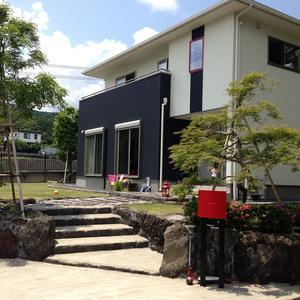 建物の雰囲気に合わせて、庭を造る